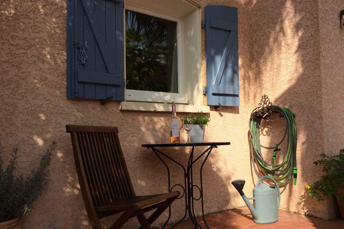Terrasse mit geschützter Sitzecke